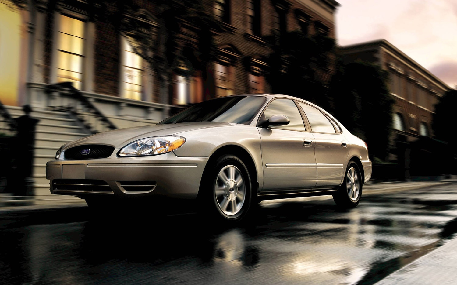 2005 Ford Taurus Front Three Quarter 21
