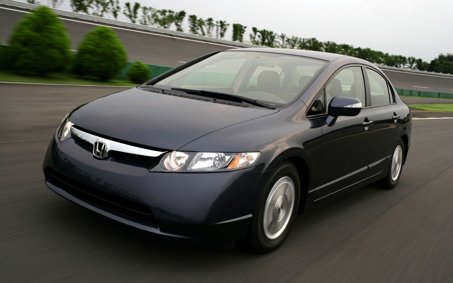 2006 Honda Civic Hybrid Front Three In Motion1
