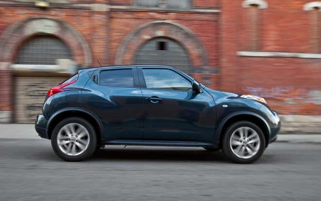 2011 Nissan Juke SV FWD MT Right Side View1 660x413