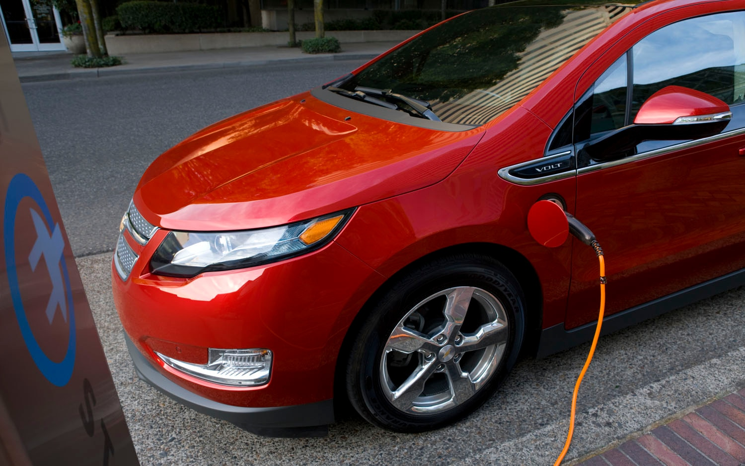 2012 Chevrolet Volt Front Three Quarter Power Cord1