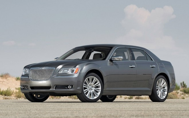 2012 Chrysler 300 Front View1 660x413