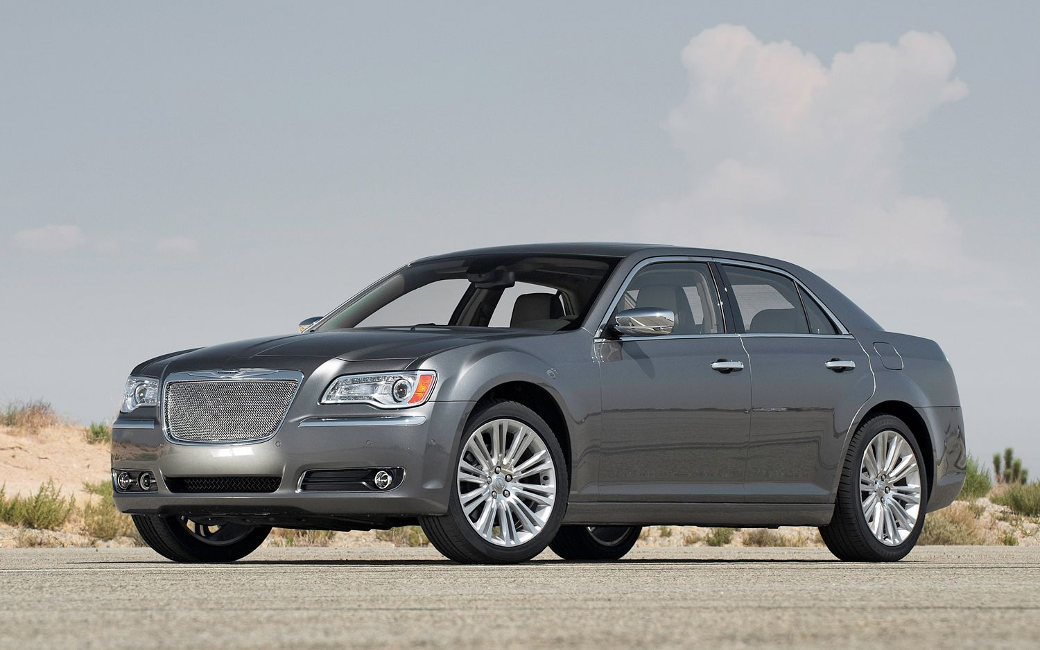 2012 Chrysler 300 Front View1