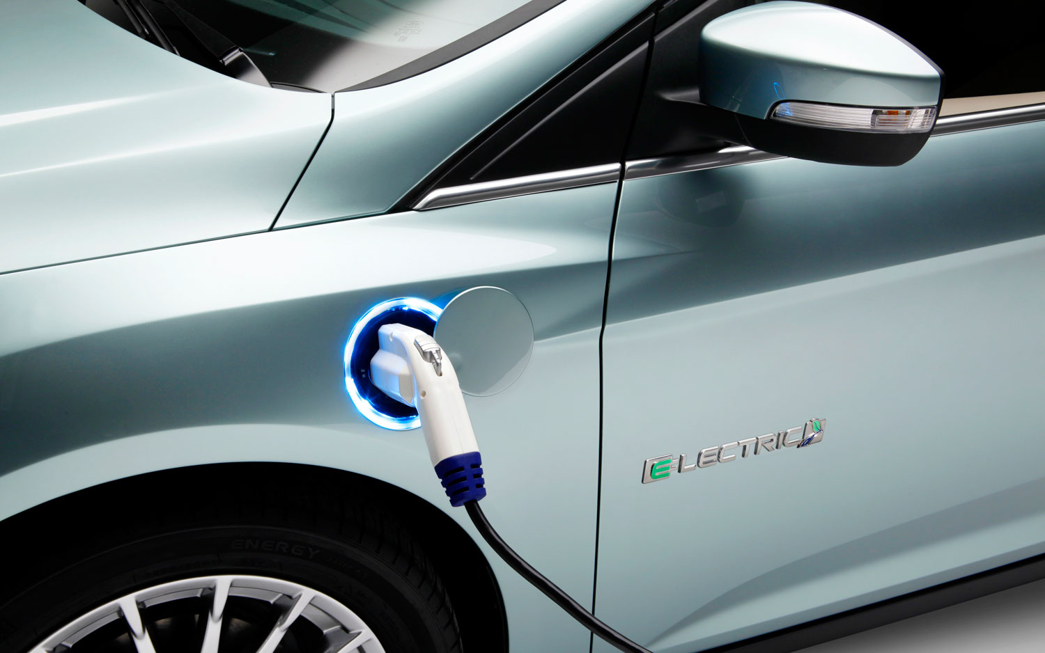 2012 Ford Focus Electric Charging Port1