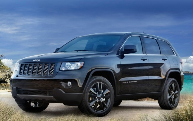 2012 Jeep Grand Cherokee Altitude Front Three Quarter1 660x413