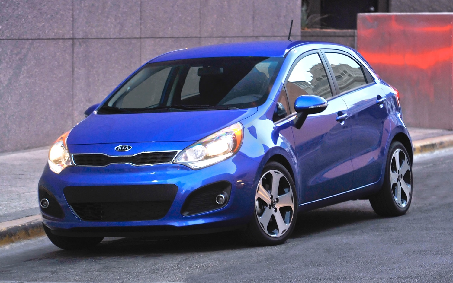 2012 Kia Rio Hatchback Front Three Quarter1