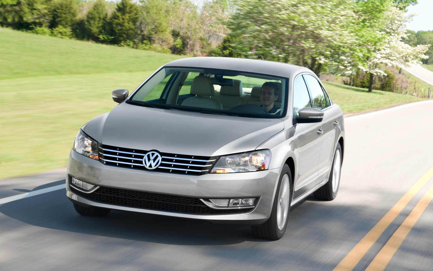 2012 Volkswagen Passat Front Three Quarter1