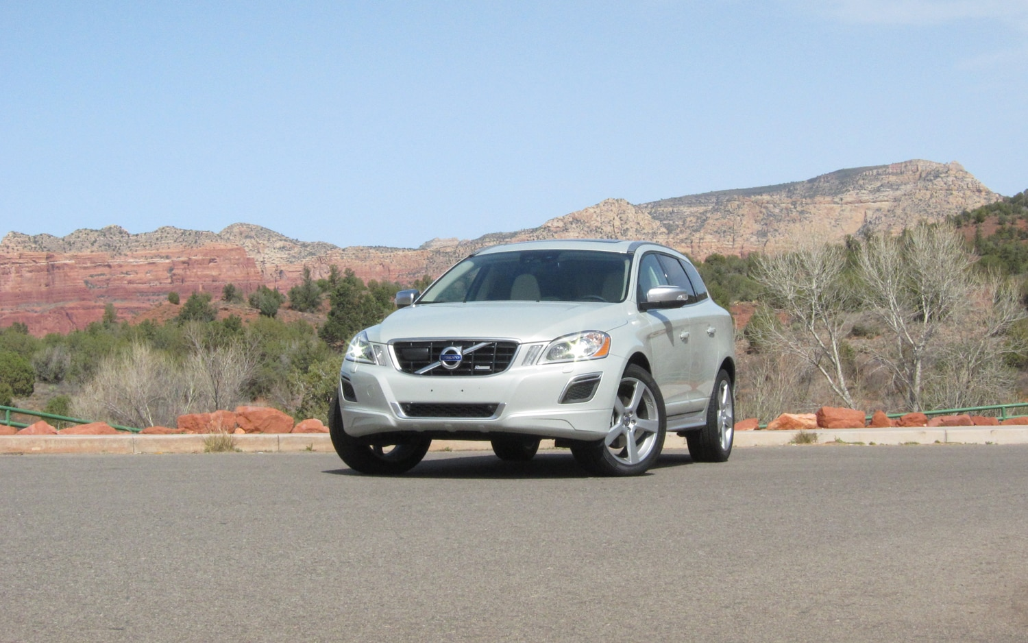 2012 XC60 R Design Front Three Quarter 1
