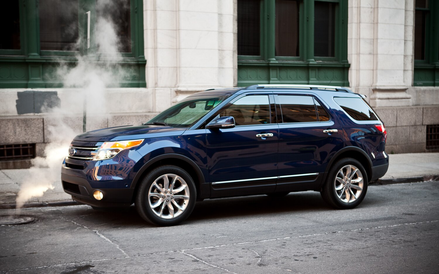 2012 Ford Explorer Limited 4WD Left Side View1