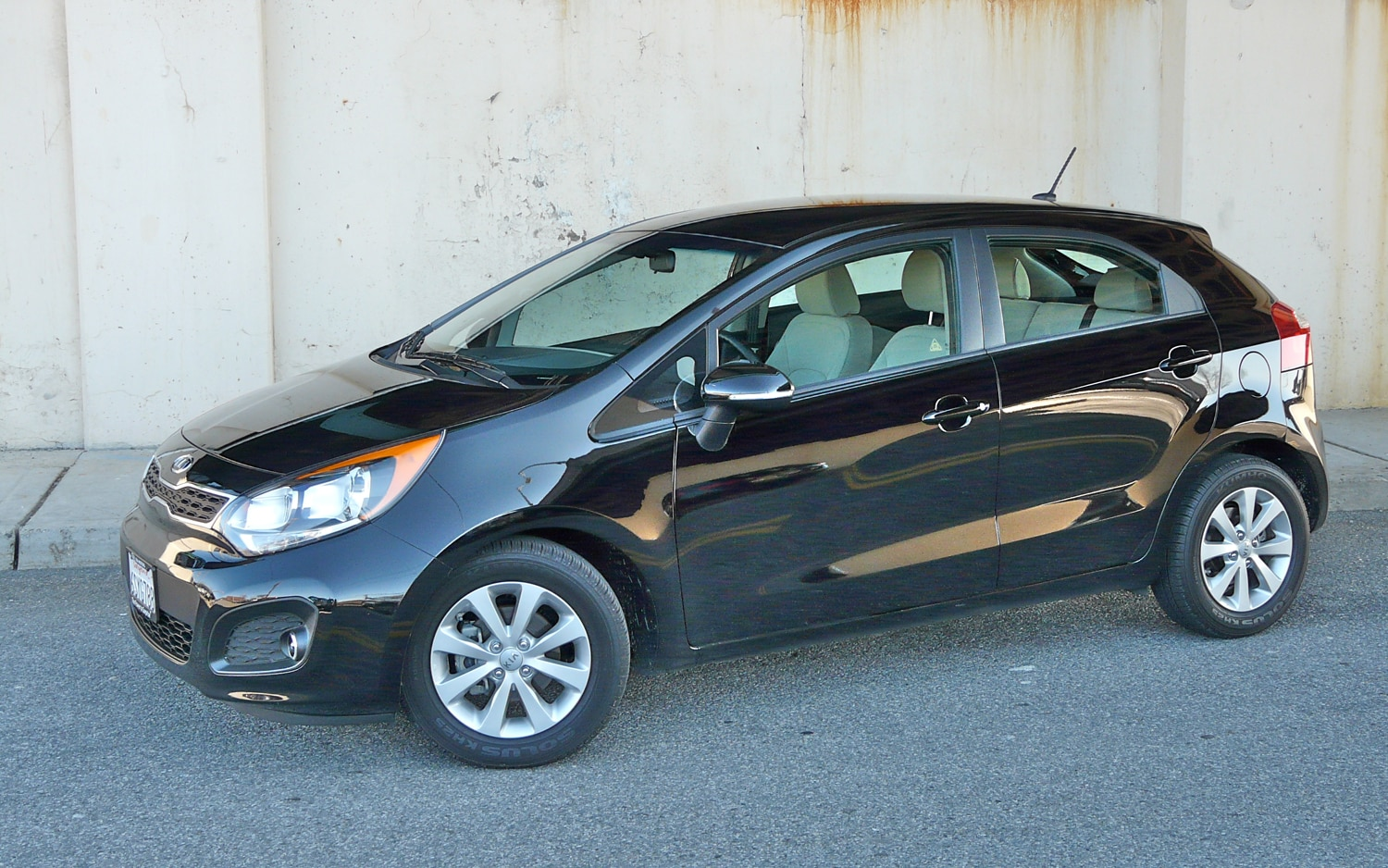 2012 Kia Rio Front Left Side View1
