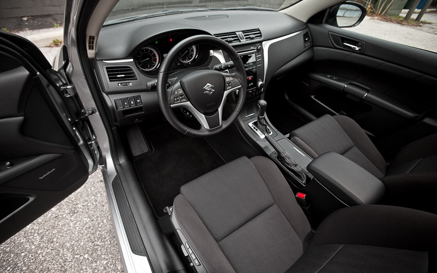 2012 suzuki kizashi sport gts awd editors 39 notebook. Black Bedroom Furniture Sets. Home Design Ideas