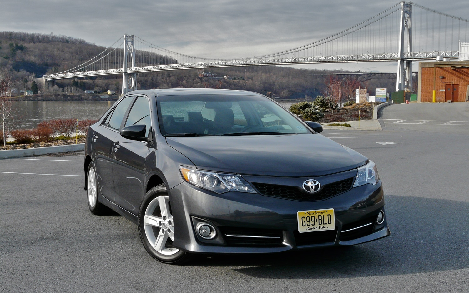2012 Toyota Camry Front Right View1