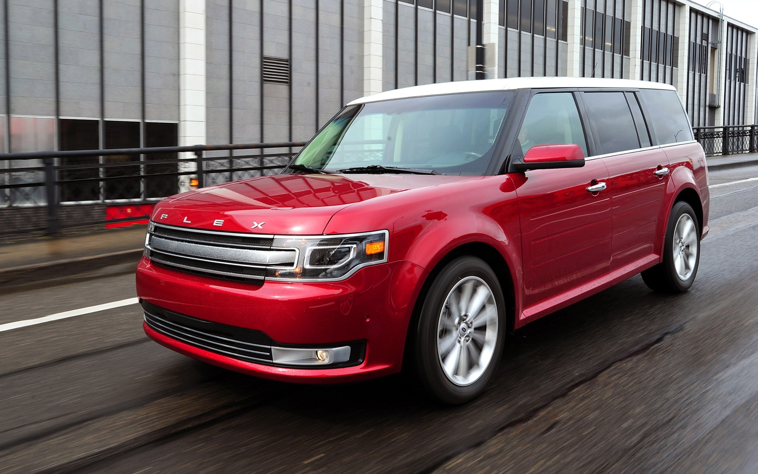2013 Ford Flex Front Three Quarters In Motion 21