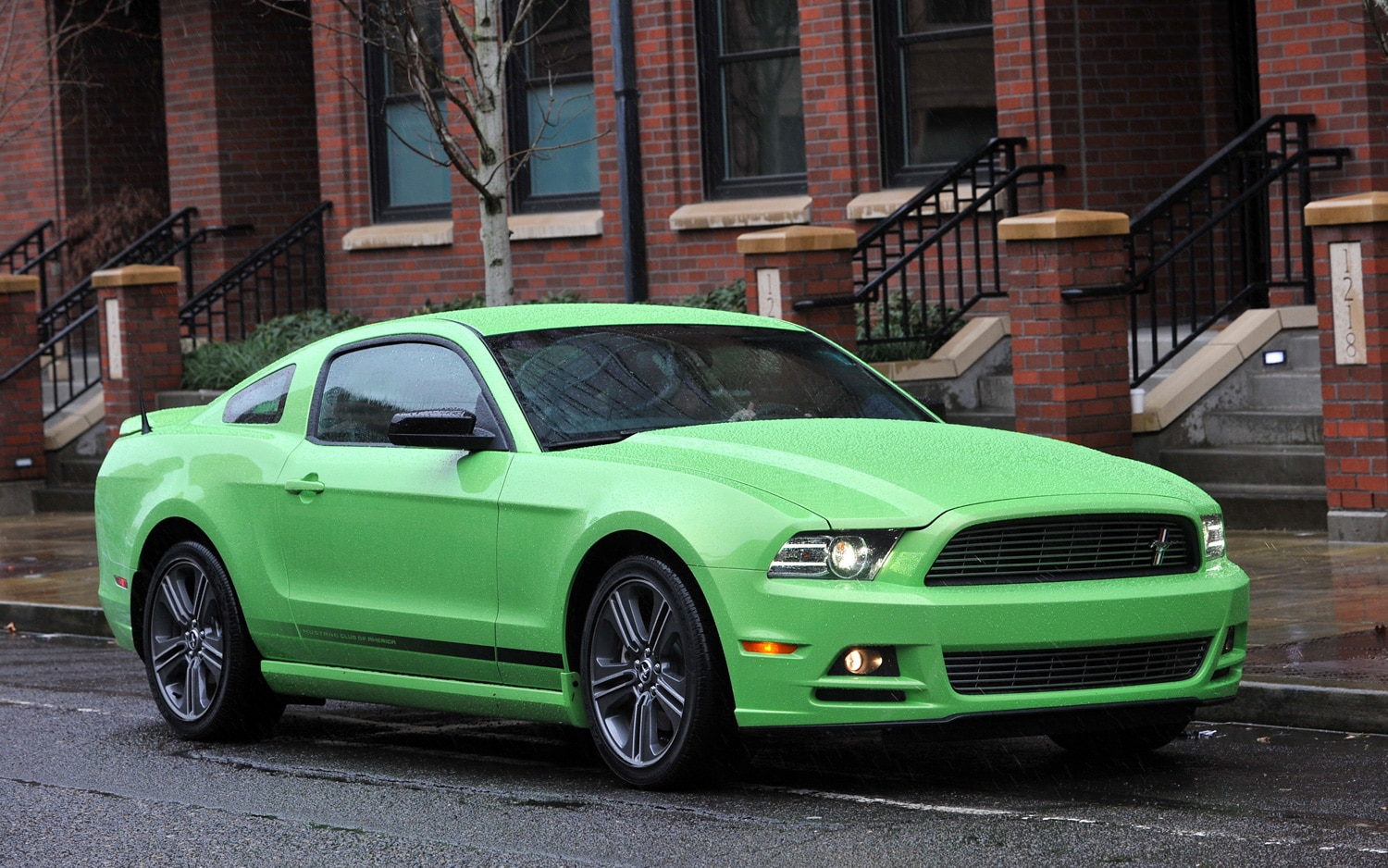 2013 Ford Mustang Front Three Quarter 21