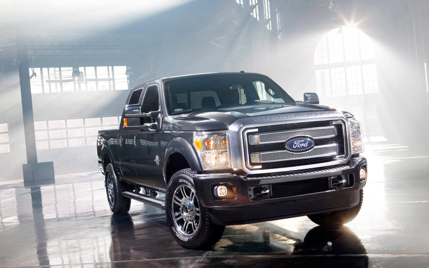 2013 ford f series super duty platinum ford 39 s most luxurious truck ever. Black Bedroom Furniture Sets. Home Design Ideas