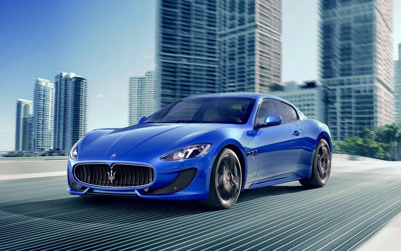 2013 Maserati GranTurismo Sport Front1