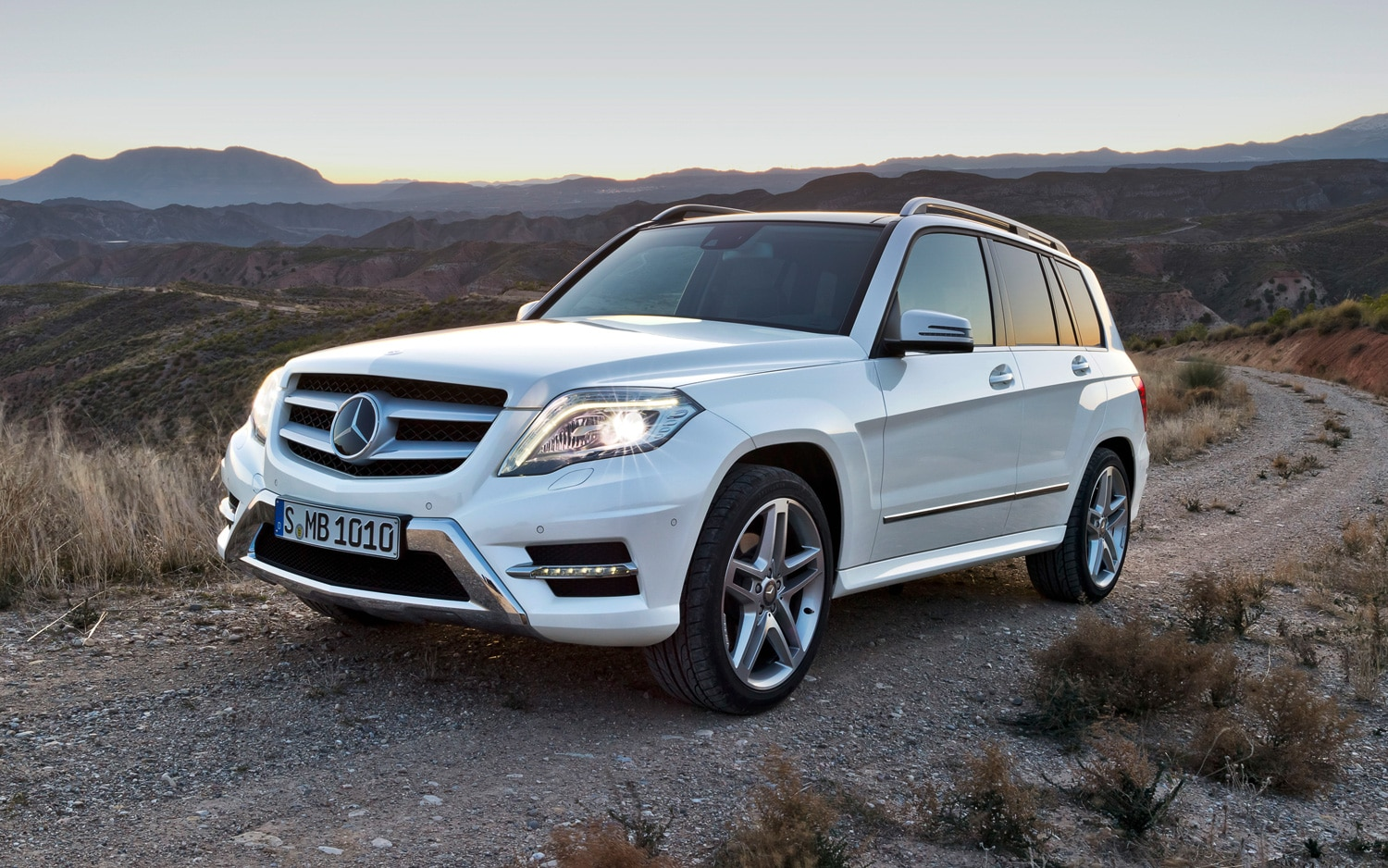 2013 Mercedes Benz GLK Front Three Quarter Trail1