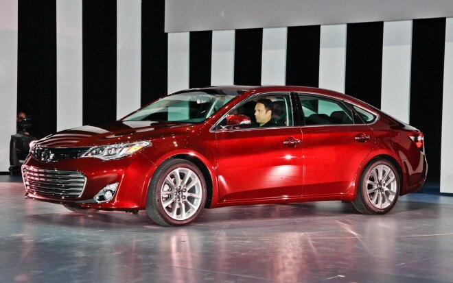2013 Toyota Avalon Front Three Quarters 5
