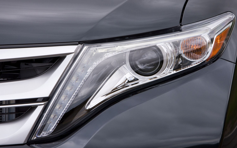 2013 Toyota Venza Headlight1