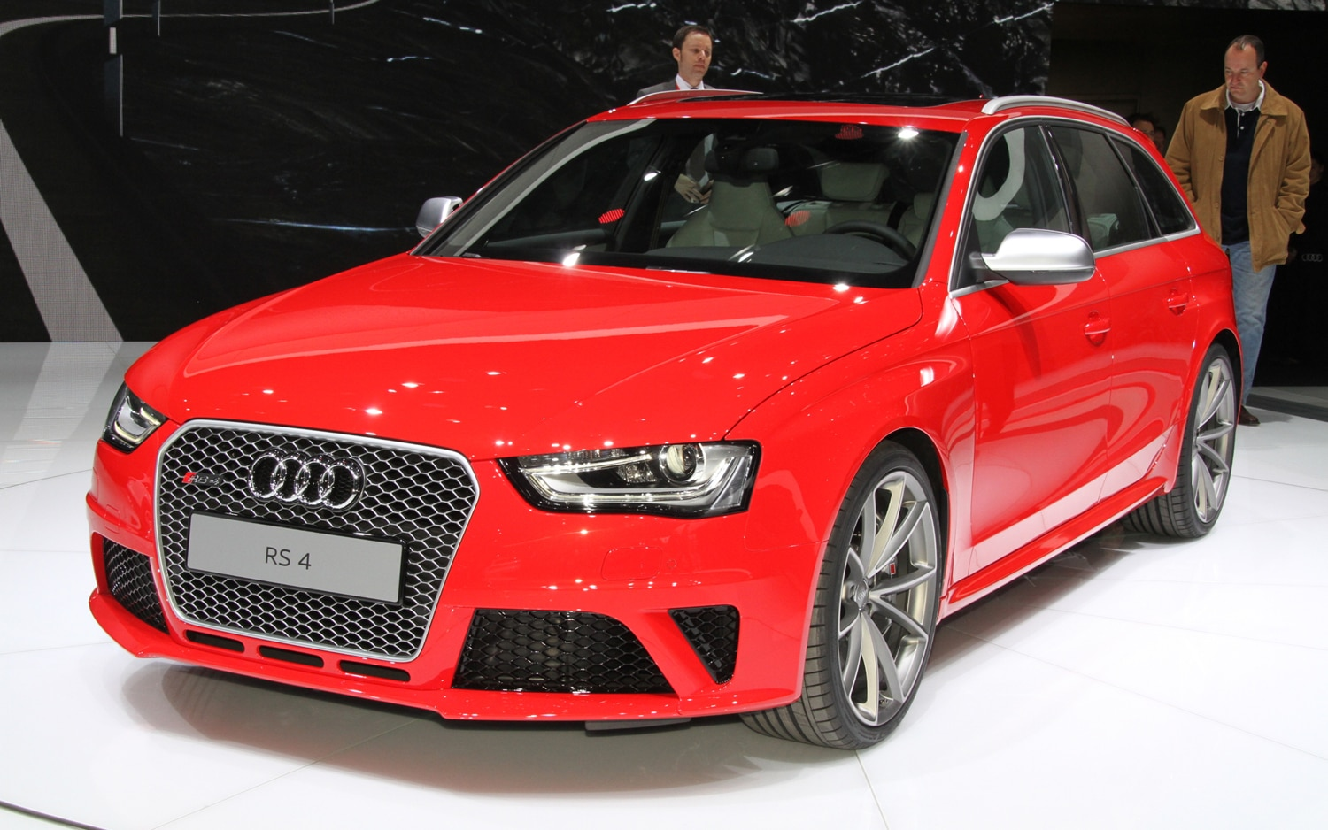 2013 Audi RS4 Avant Front Left View1