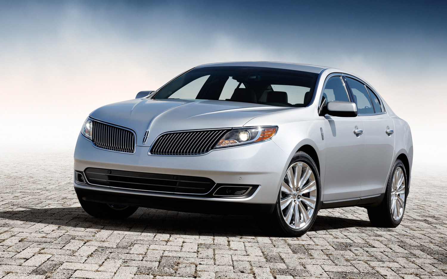 2013 Lincoln MKS EcoBoost Front Left View 21