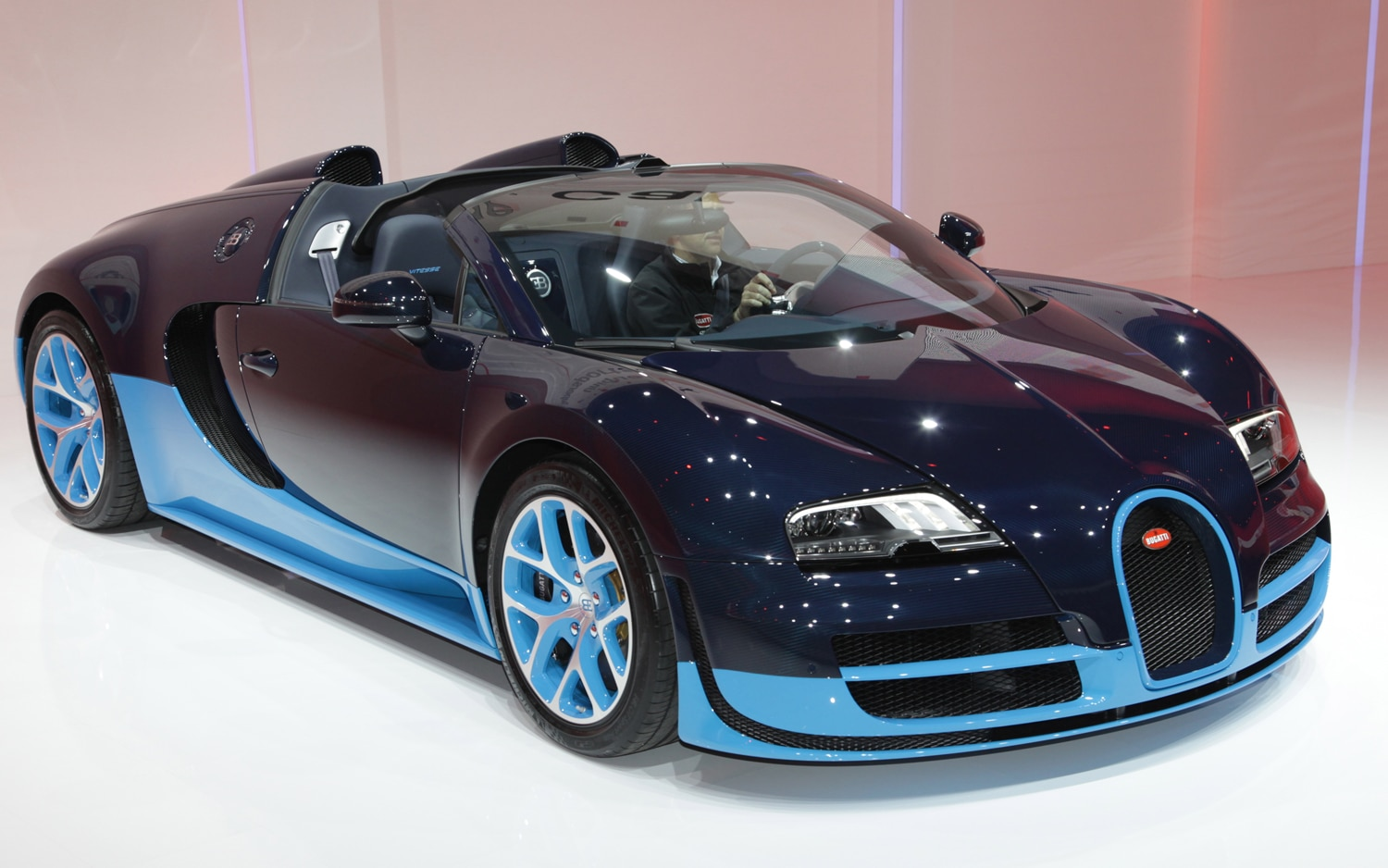 first look 2012 bugatti veyron grand sport vitesse. Black Bedroom Furniture Sets. Home Design Ideas