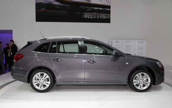 Chevrolet Cruze Wagon Side1 660x413