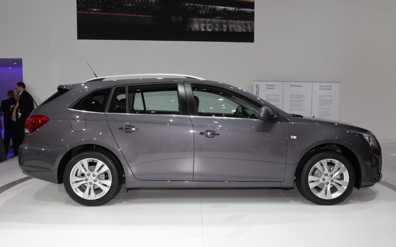 Chevrolet Cruze Wagon Profile1