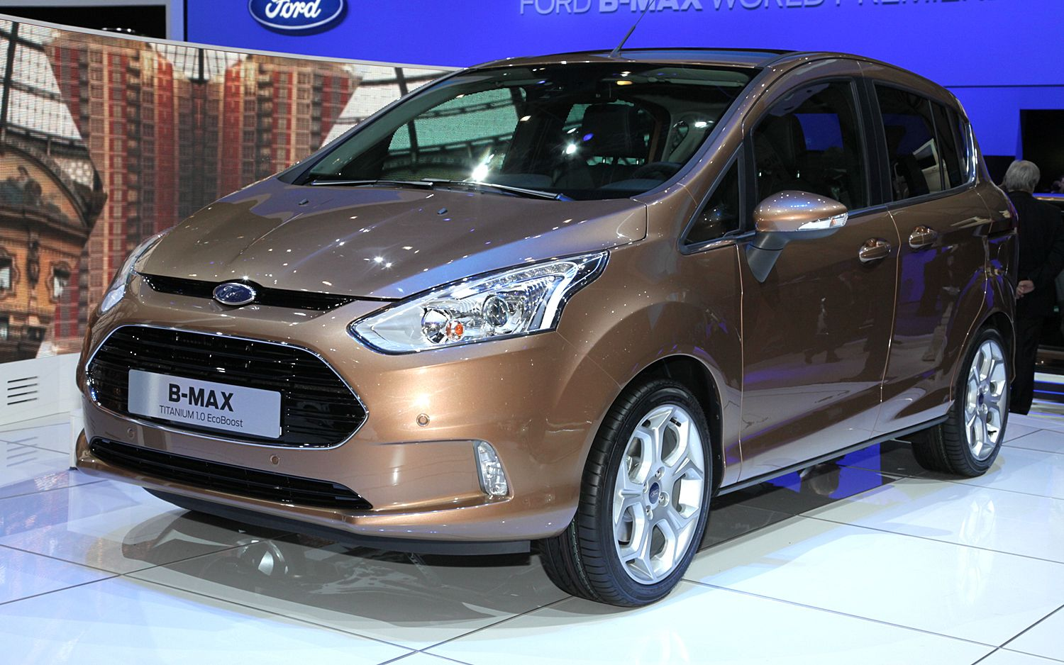 Ford B Max Hatchback Front Three Quarter1