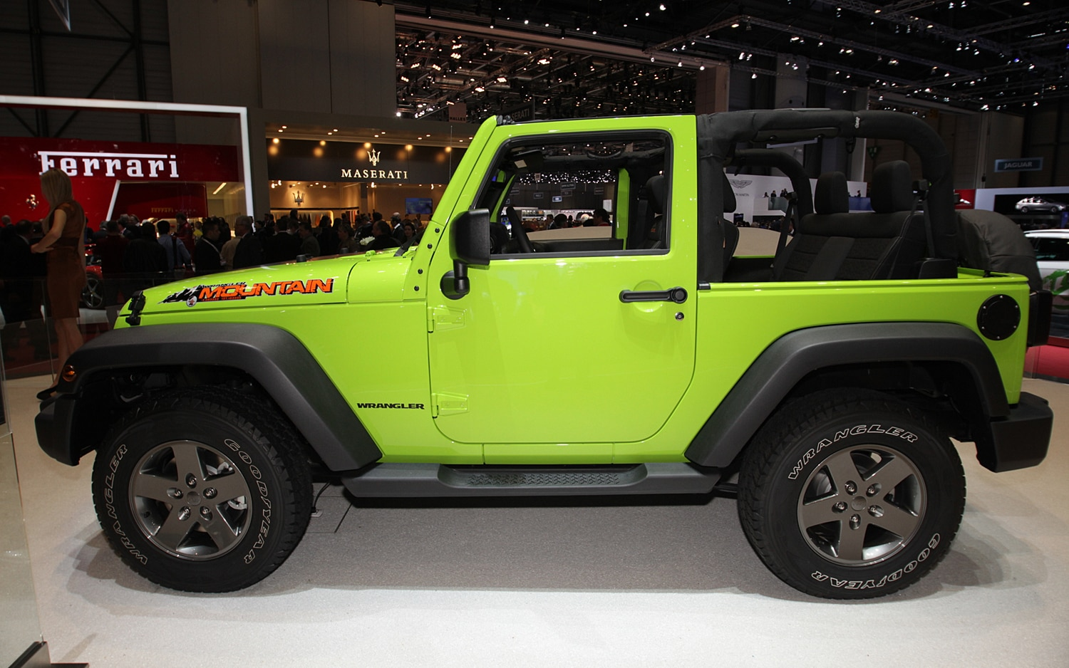 Jeep Wrangler Mountain Side1
