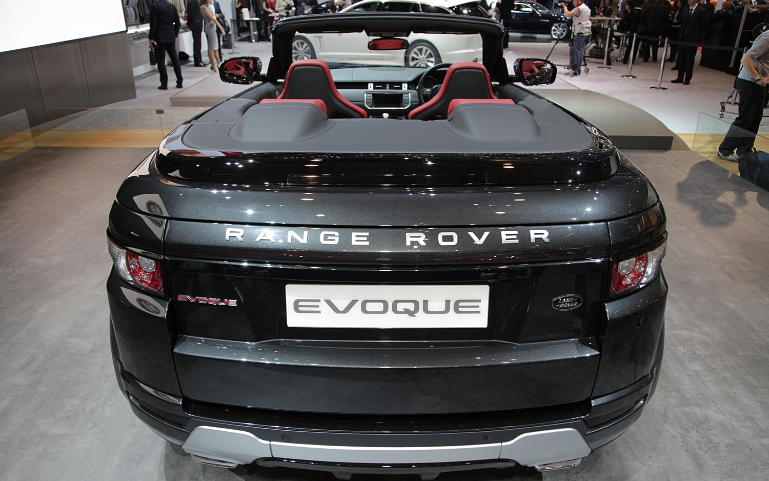 first look land rover range rover evoque convertible concept automobile magazine. Black Bedroom Furniture Sets. Home Design Ideas