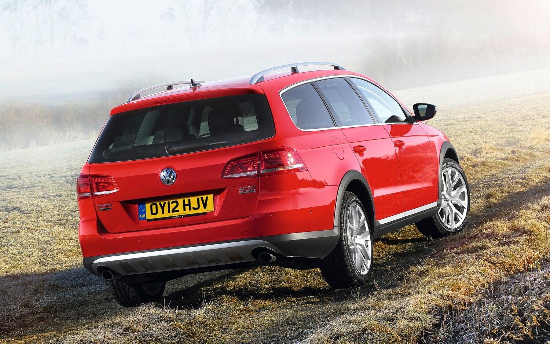 Volkswagen Passat Alltrack Rear Three Quarters1