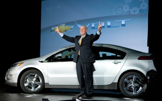 Gm Ceo Dan Akerson With Chevrolet Volt1 660x413