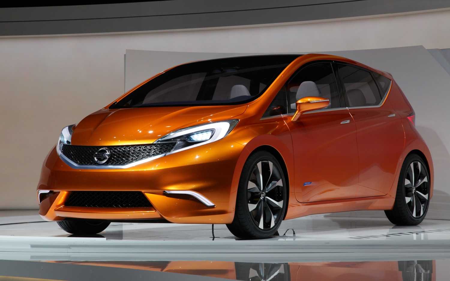 Nissan Invitation Concept Front Left Side View1