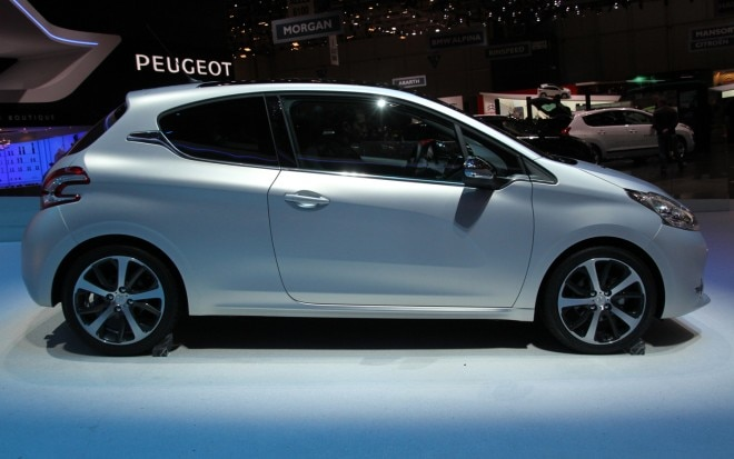Peugeot 208 GTI Concept Right Side View1 660x413