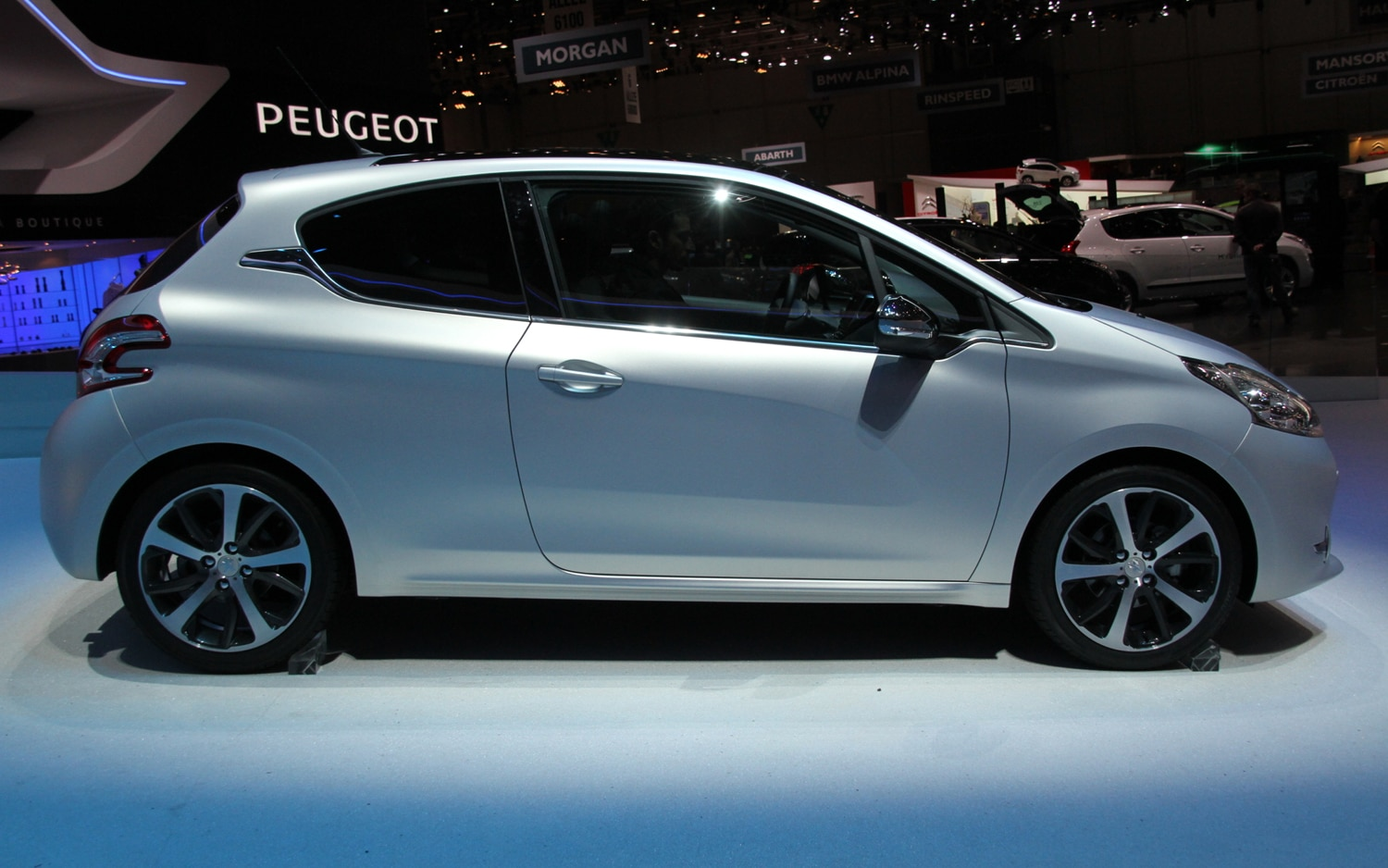 Peugeot 208 GTI Concept Right Side View1