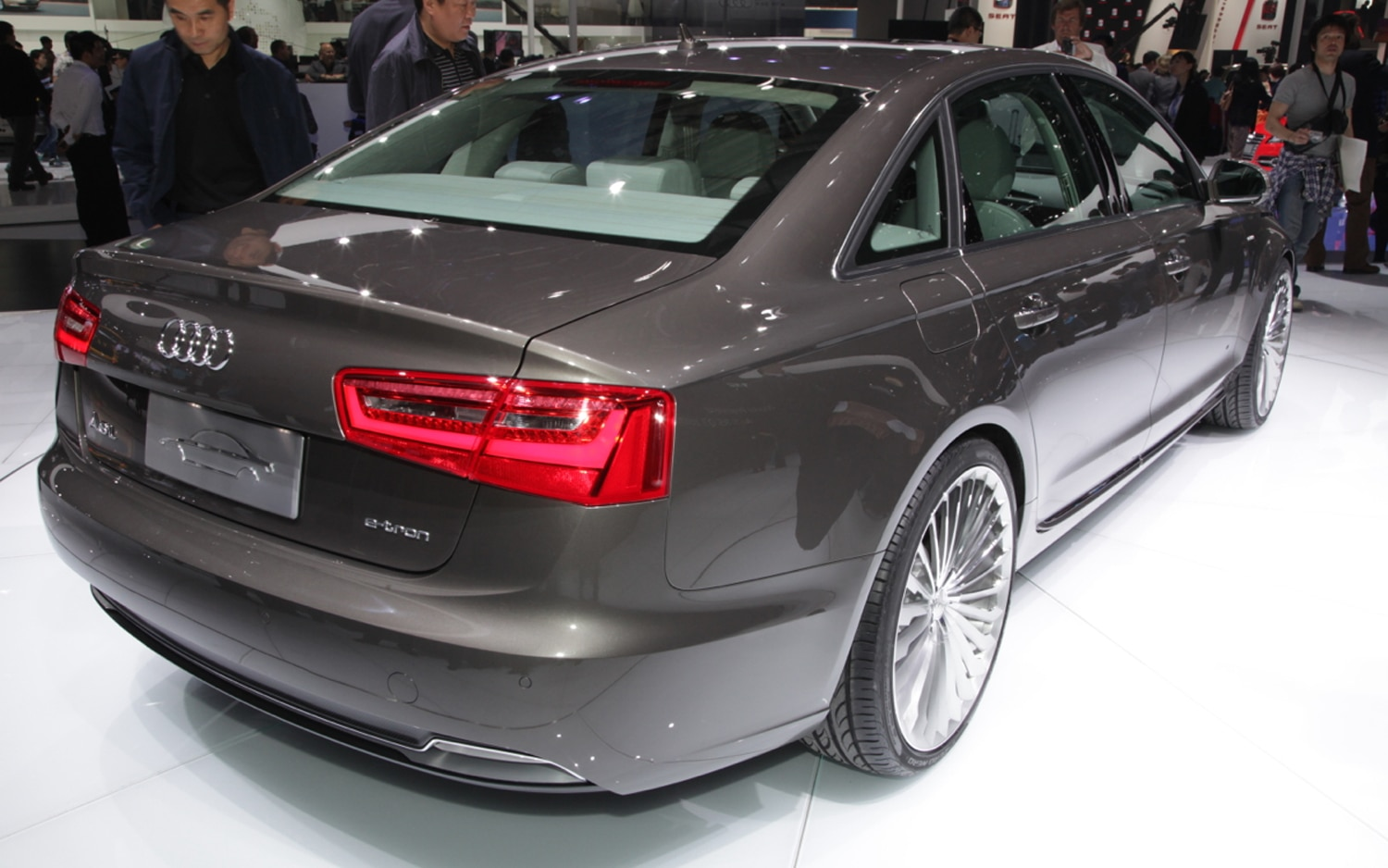 beijing 2012 audi unvelis a6 l e tron concept plug in hybrid. Black Bedroom Furniture Sets. Home Design Ideas
