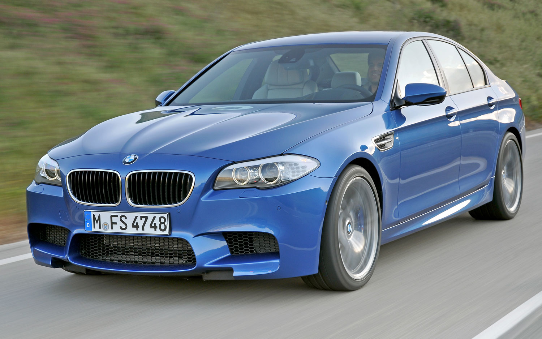 2012 BMW M5 Front Three Quarter Blue1