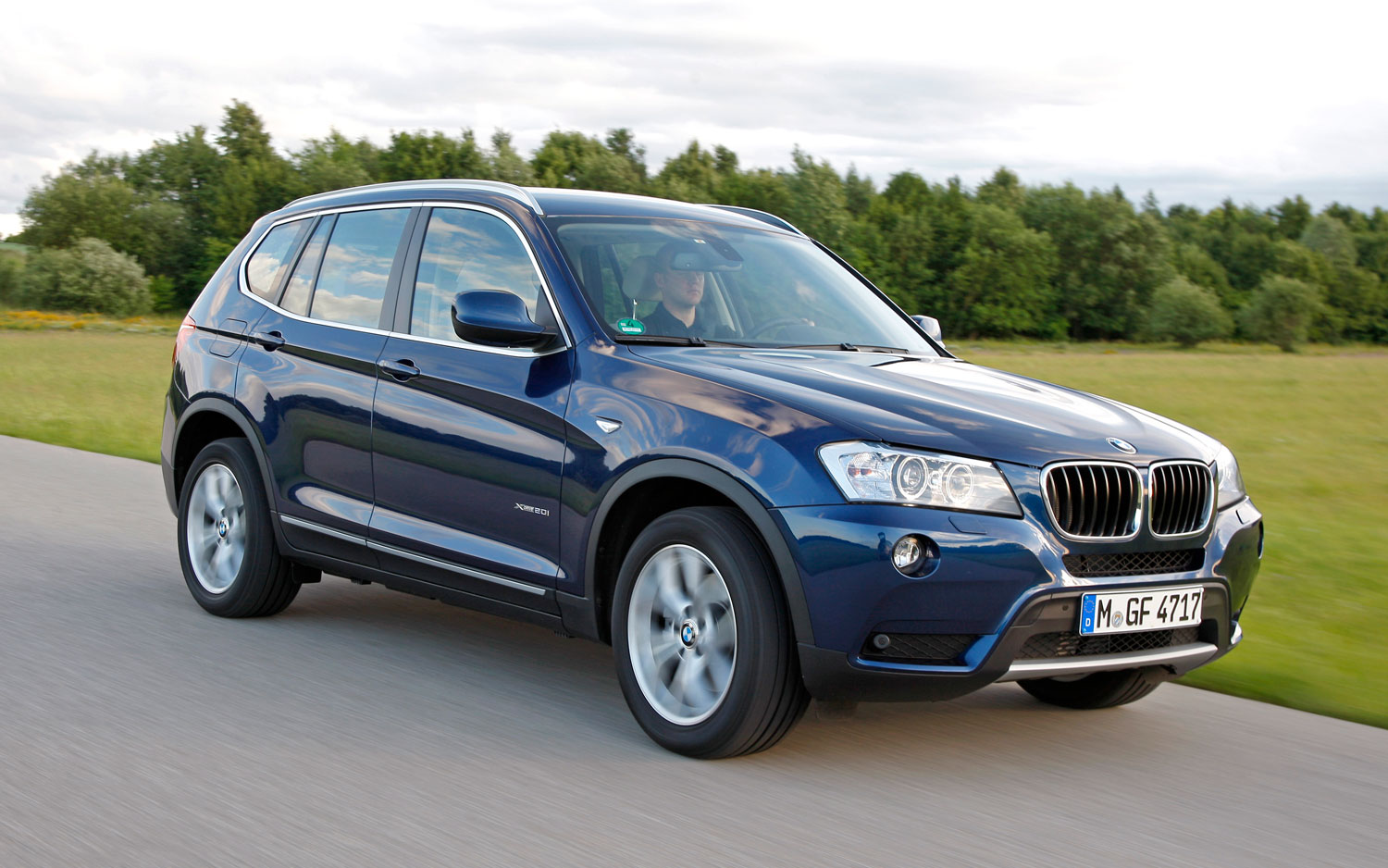 2012 BMW X3 Front Three Quarter View In Motion 21