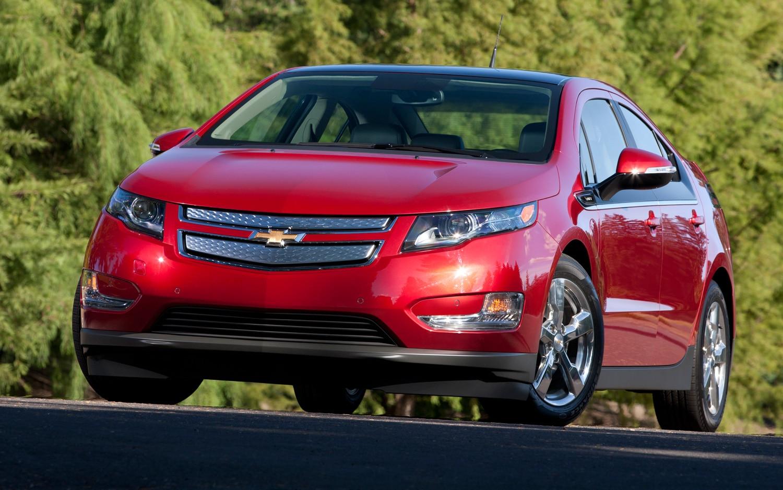 2012 Chevrolet Volt Front Three Quarter2