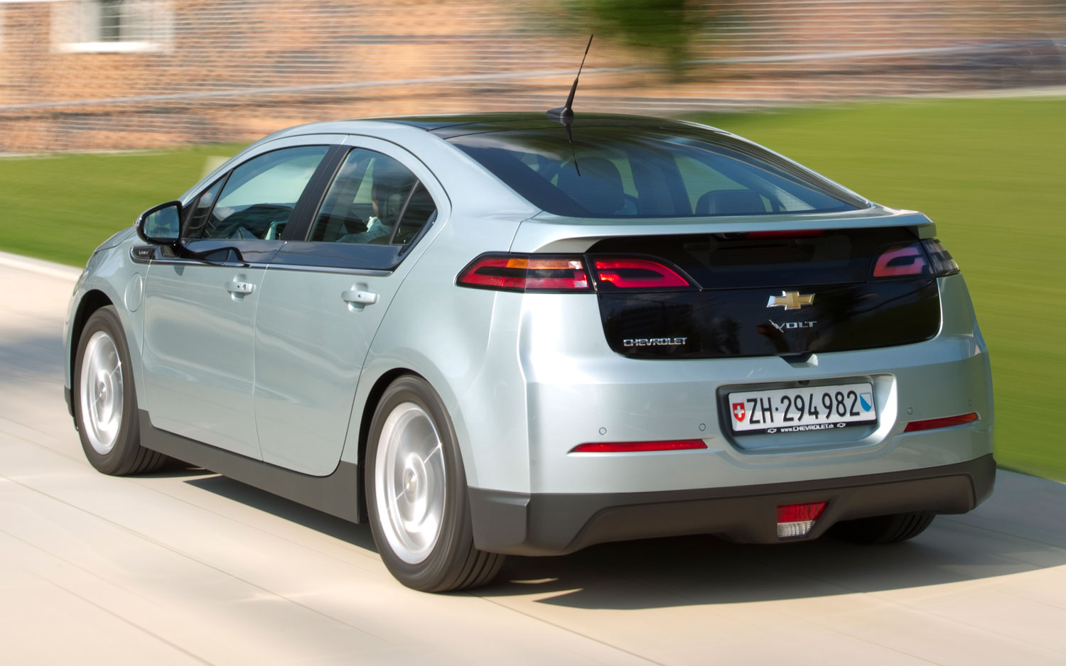planning for the chevy volt 4 essay View essay - closing case from mba 100 at chulalongkorn university planning for the chevy volt case general motors is a company in deep trouble as car sales in north america collapsed in 2008, gm.