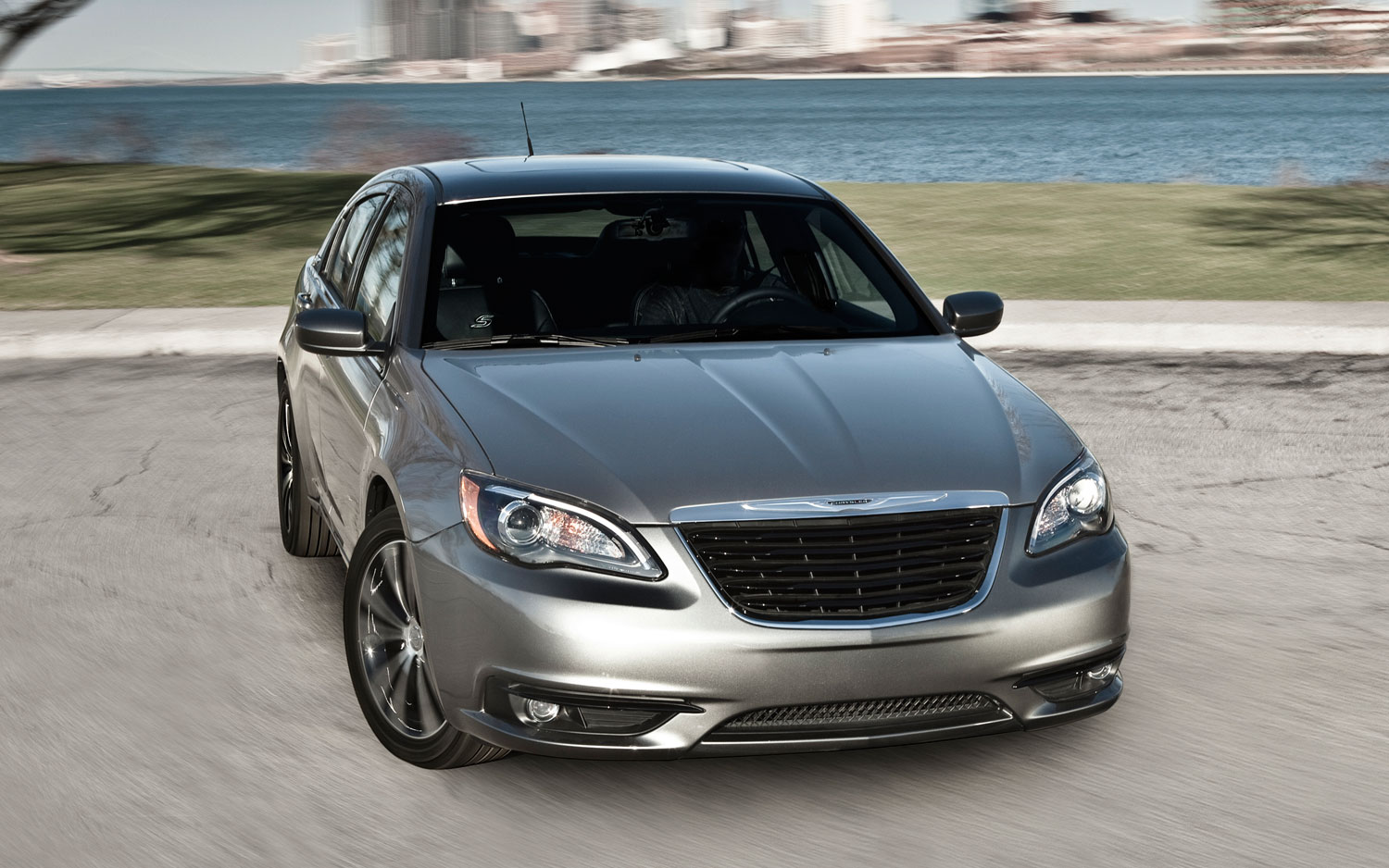 2012 Chrysler 200S Front View1