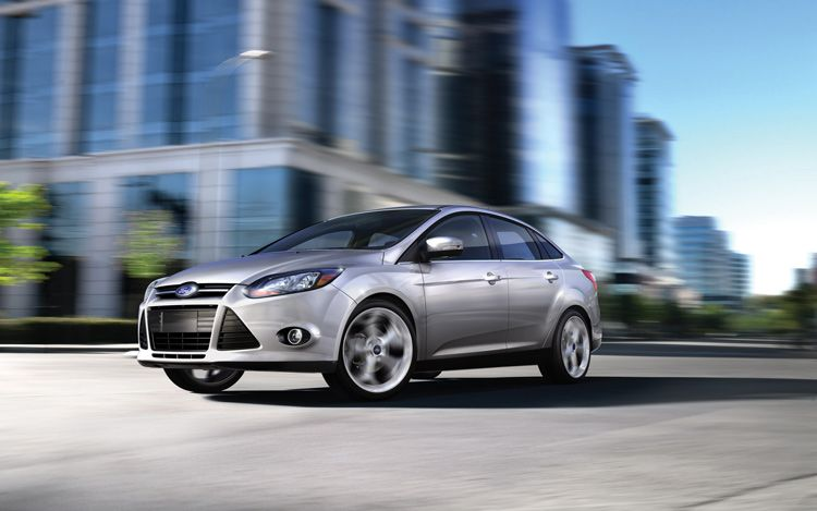 2012 Ford Focus Front Three Quarters Driver1