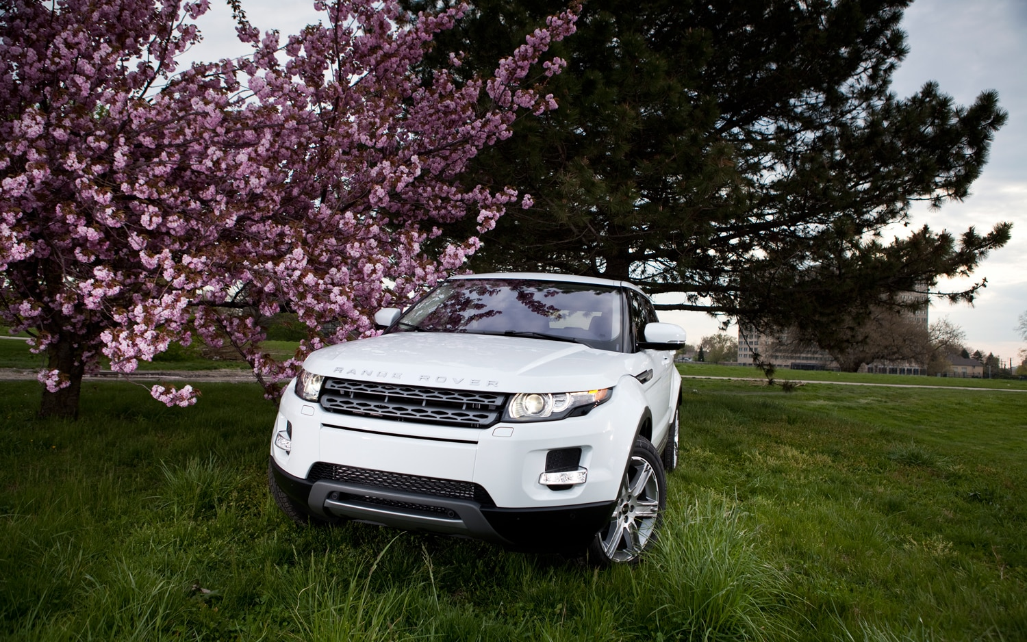 2012 Land Rover Range Rover Evoque Front View1