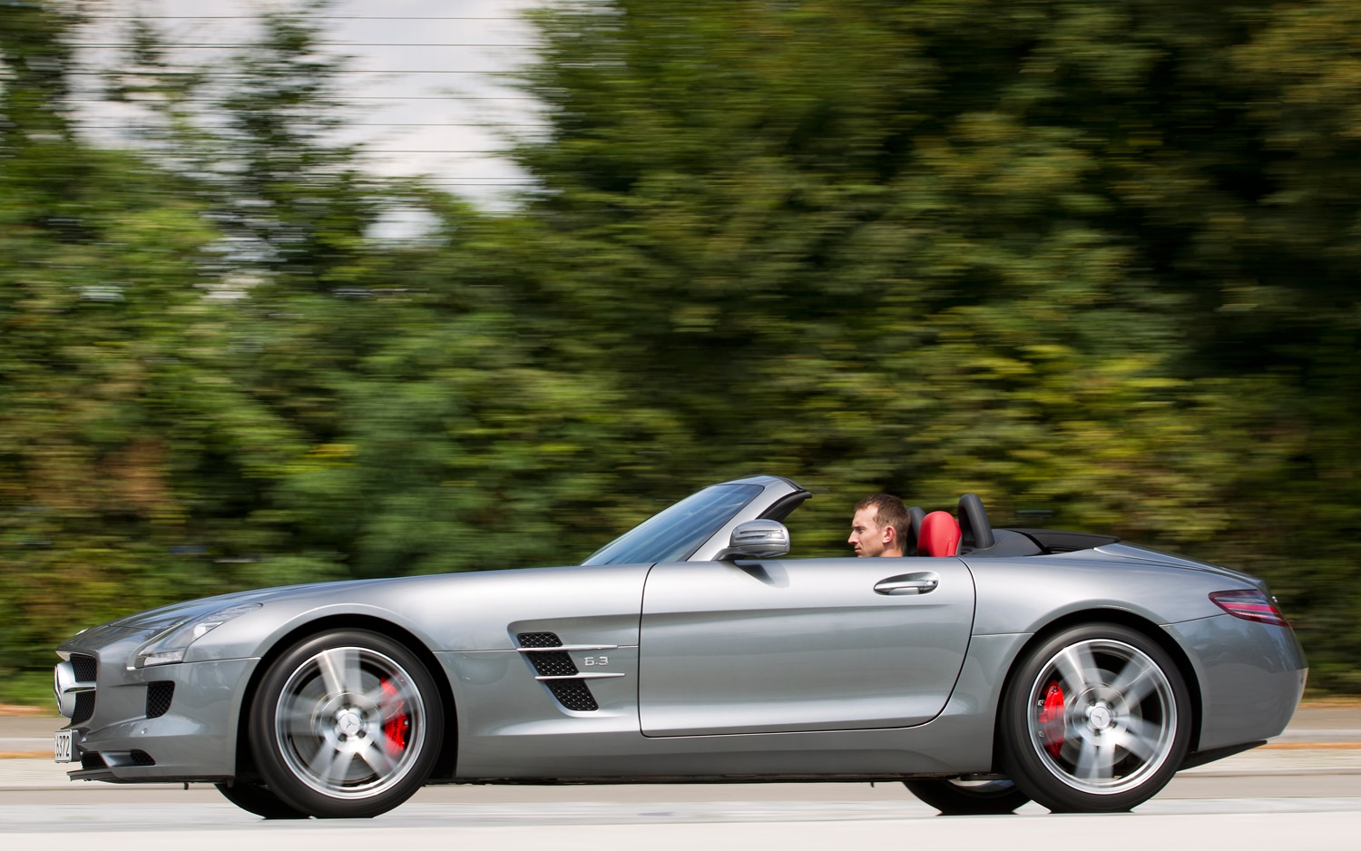 Report mercedes benz gives baby sls the green light for Baby mercedes benz