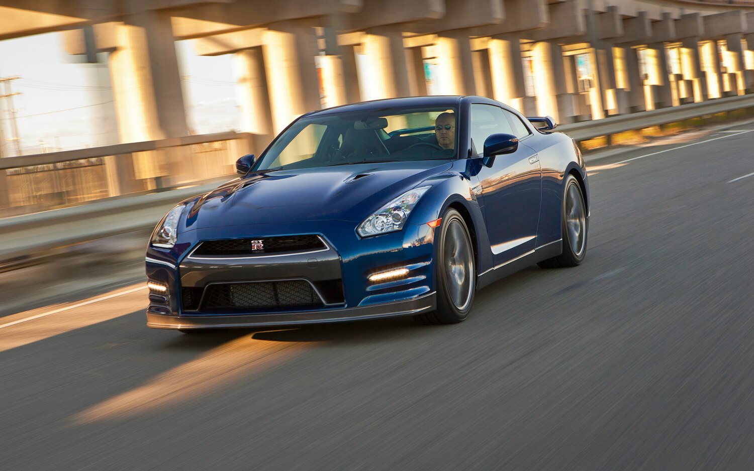 2012 Nissan GT R Front Three Quarter Motion1