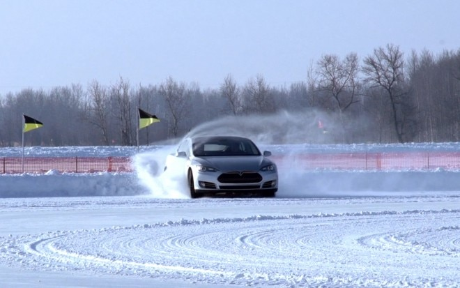 2012 Tesla Model S Beta Drifting In The Snow1 660x413