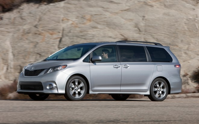 2012 Toyota Sienna SE Front Three Quarter Motion1 660x413