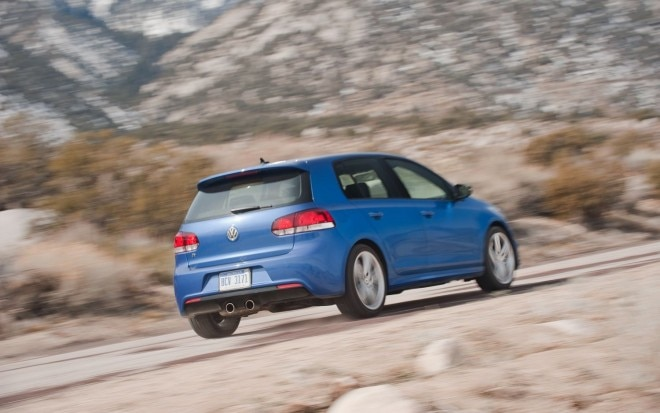 2012 Volkswagen Golf R Rear End In Motion11 660x413
