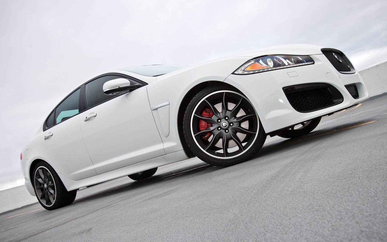2012 Jaguar XFR Front Right Side View1