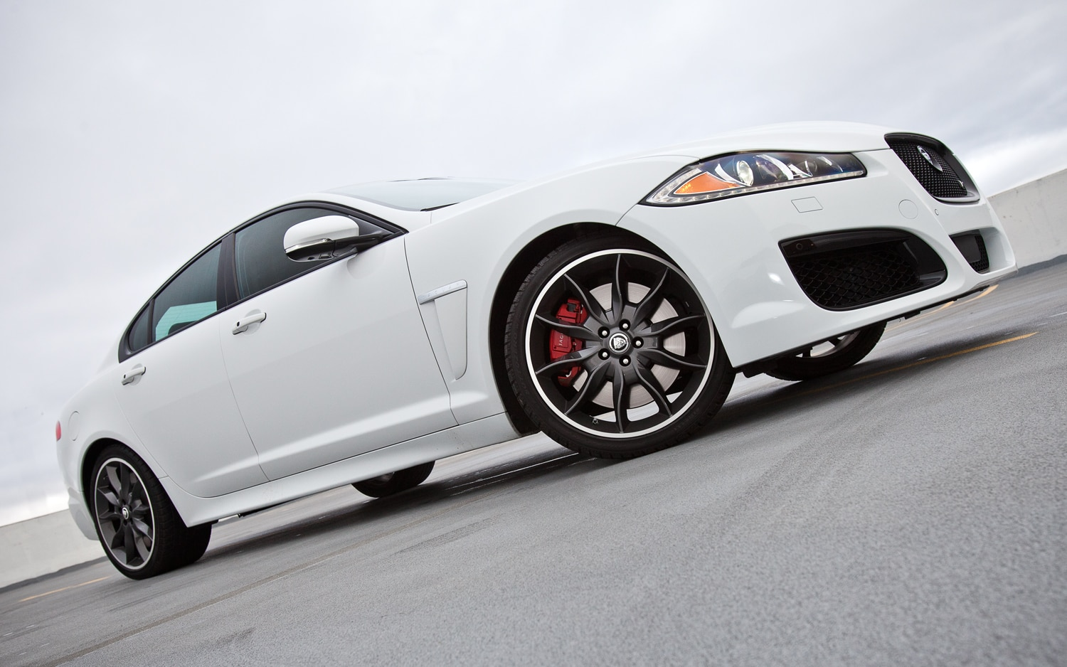 2012 Jaguar XFR Front Right Side View1